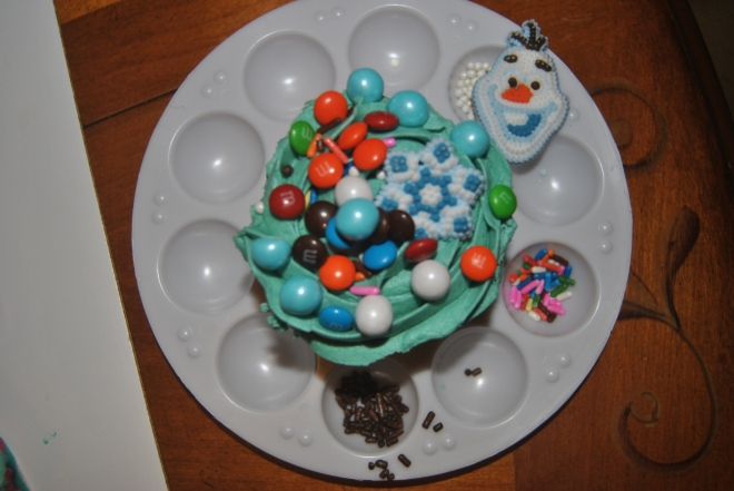 Now THAT's how you decorate a cupcake.